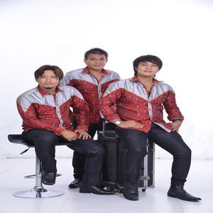 Dengarkan Selvi lagu dari The Boys Trio dengan lirik
