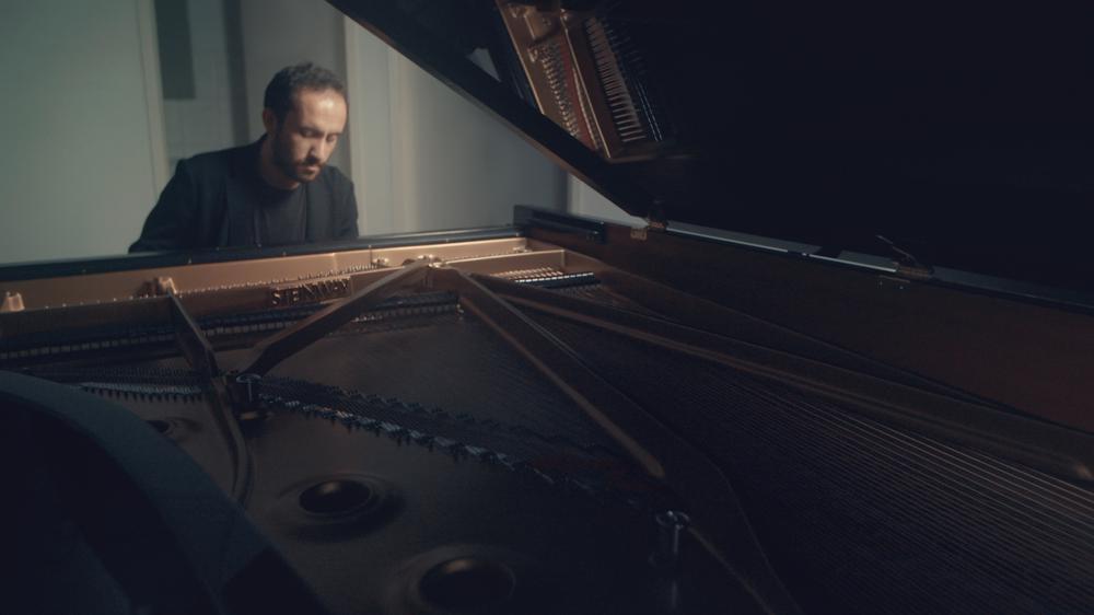"Beethoven: ""Pathétique"" Piano Sonata No. 8 in C Minor, Op. 13 - II. Adagio cantabile (Official video)"