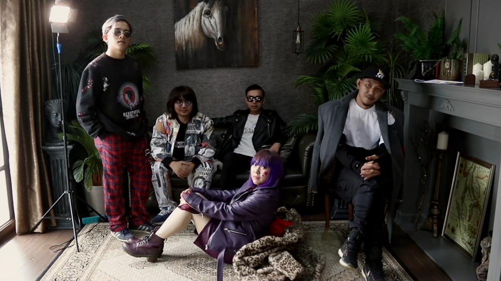 Full Moon (คืนพระจันทร์เต็มดวง) Feat. B KING [MV]