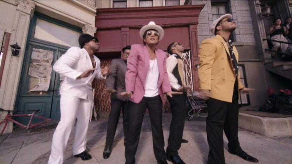 Mark Ronson (feat. Bruno Mars) - Uptown Funk