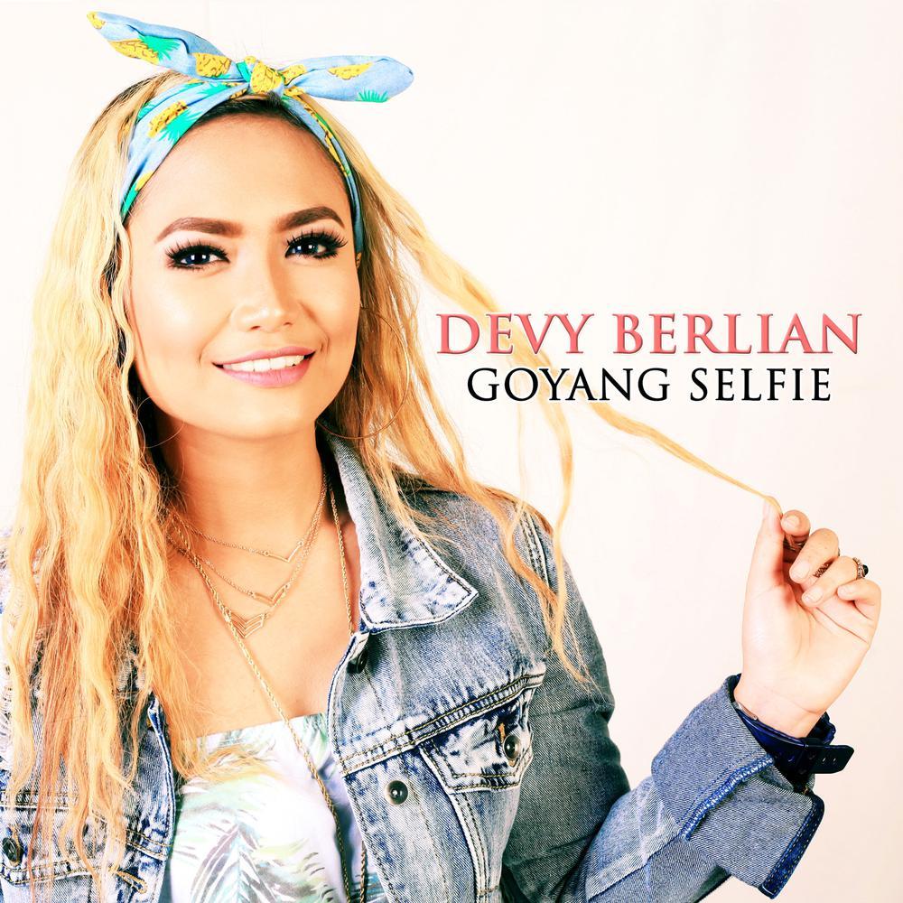 Download Lagu Devy Berlian - Goyang Selfie