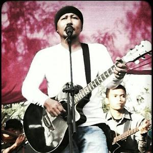 Dengarkan lagu Hareudang nyanyian Eko Sukarno dengan lirik
